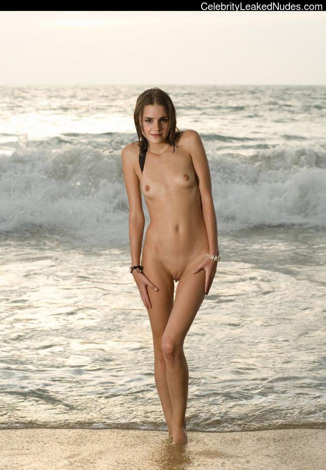 Free nude Celebrity Emma Watson 25 pic