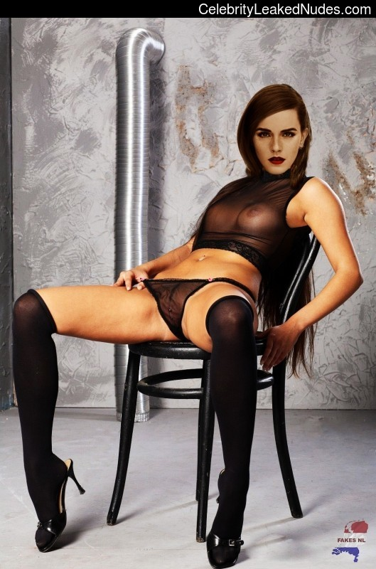 Naked Celebrity Pic Emma Watson 26 pic
