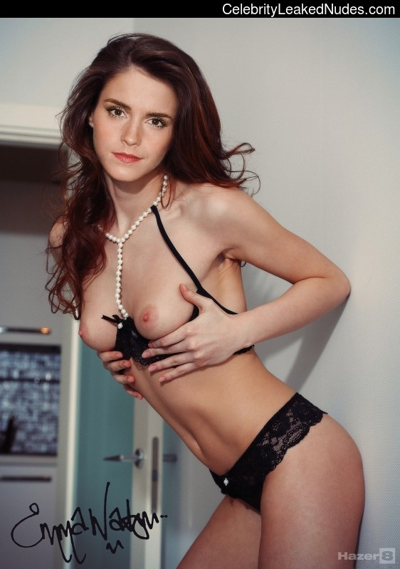 Naked Celebrity Emma Watson 10 pic