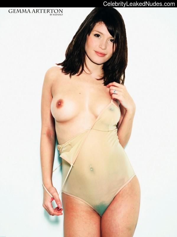 naked white busty girl