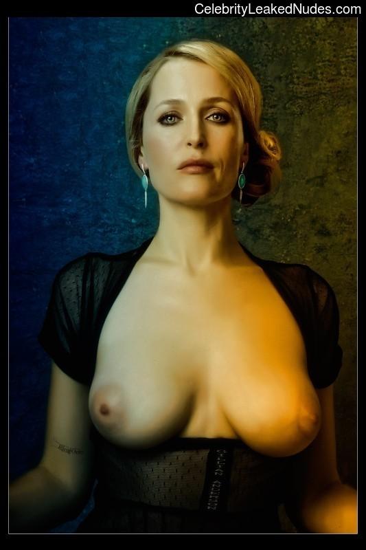 Nude Celeb Gillian Anderson 13 pic