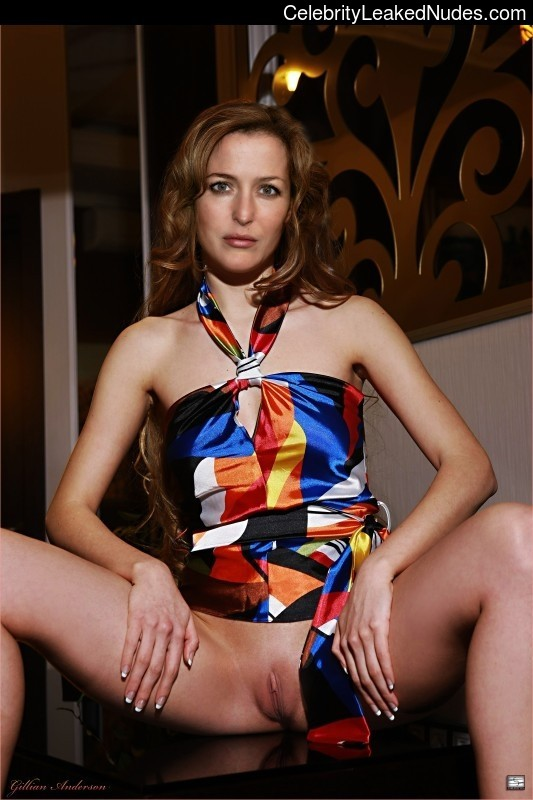 Naked celebrity picture Gillian Anderson 22 pic