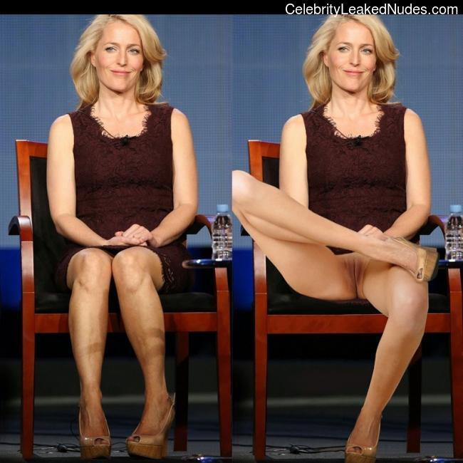 Celebrity Naked Gillian Anderson 27 pic