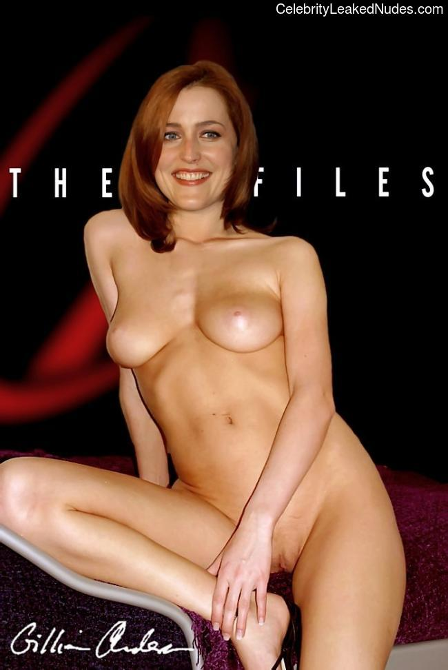 Famous Nude Gillian Anderson 12 pic