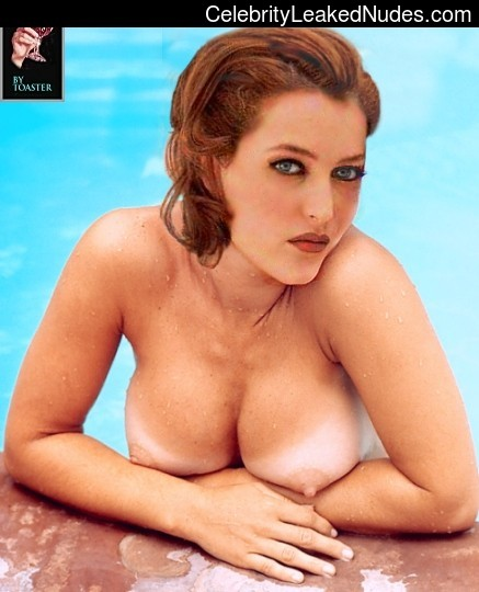 Nude Celebrity Picture Gillian Anderson 13 pic