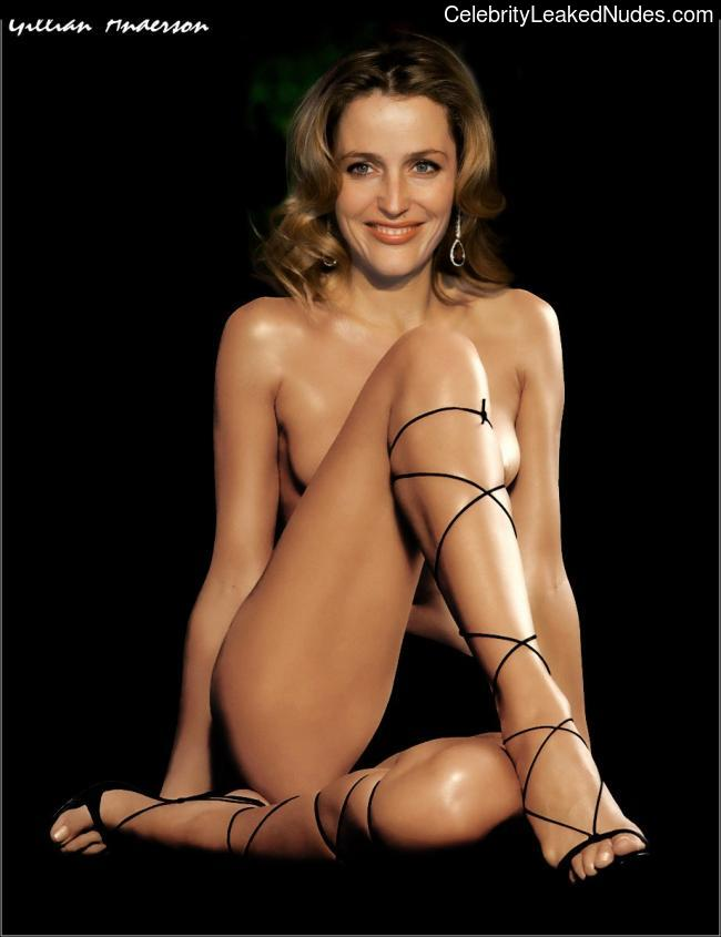 Naked Celebrity Gillian Anderson 28 pic