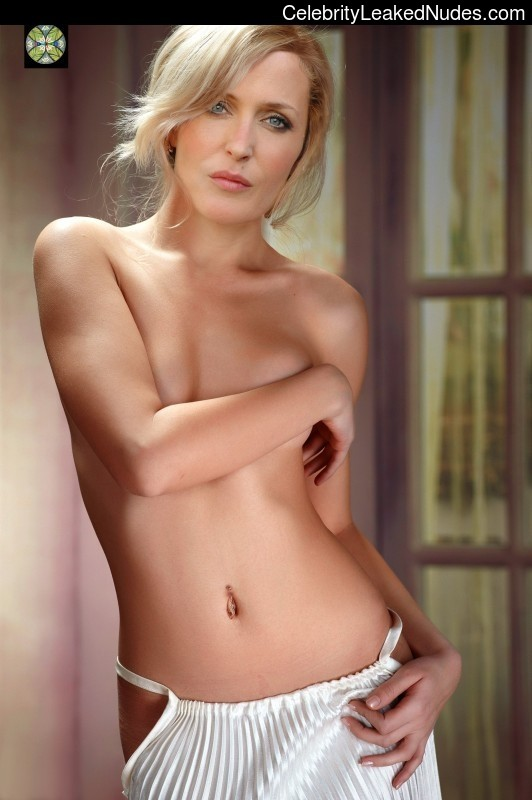 Naked Celebrity Pic Gillian Anderson 2 pic