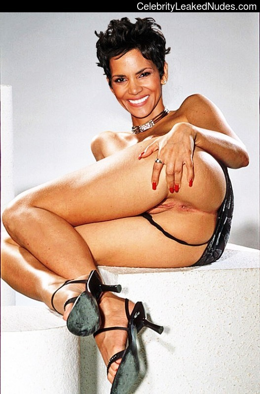 Halle Berry Sexy Nude 26