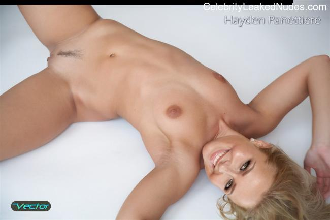 Famous Nude Hayden Panettiere 25 pic