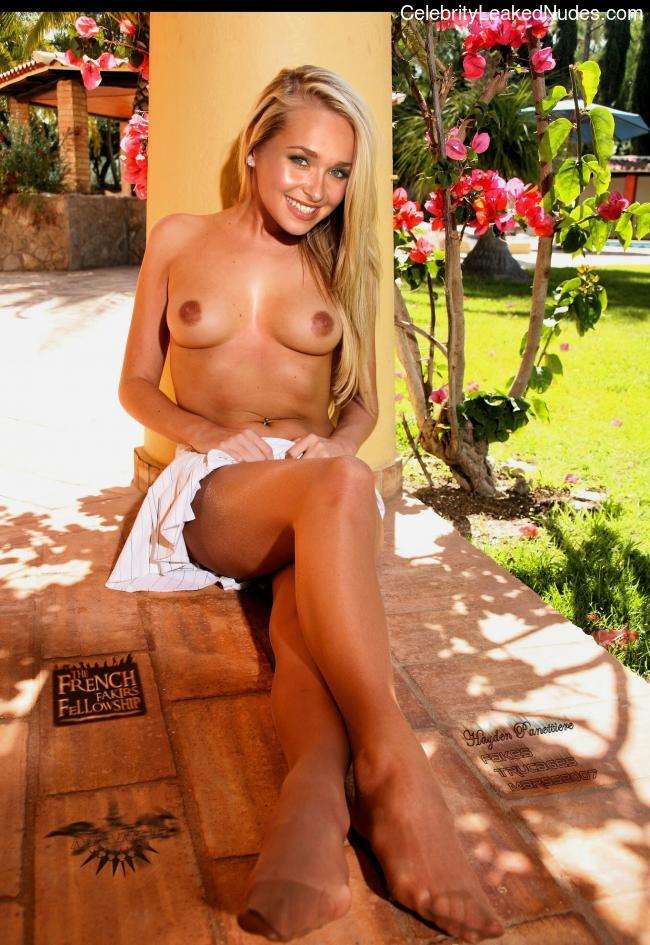 Celeb Naked Hayden Panettiere 8 pic