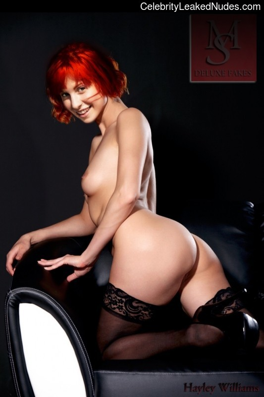 Hot Naked Celeb Hayley Williams 17 pic