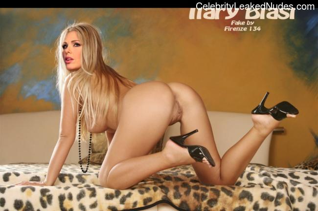 Free nude Celebrity Ilary Blasi 1 pic