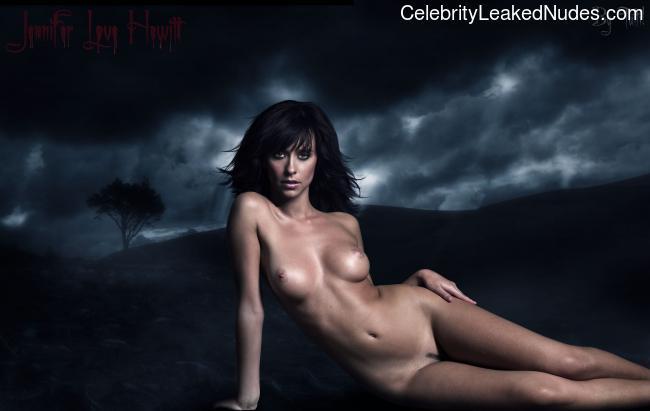 naked Jennifer Love Hewitt 5 pic