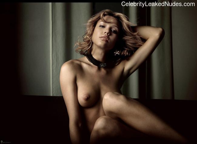 Celeb Nude Jessica Alba 27 pic