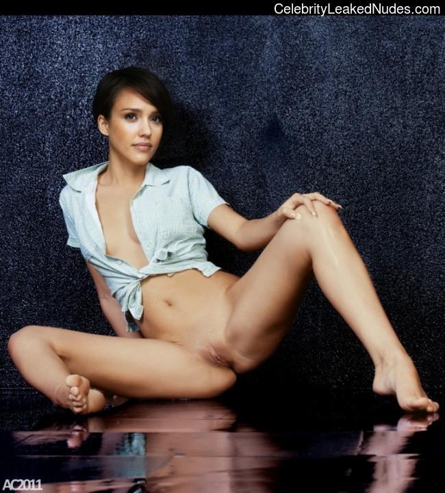 Celeb Naked Jessica Alba 14 pic