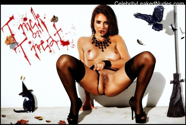 Famous Nude Jessica Alba 27 pic