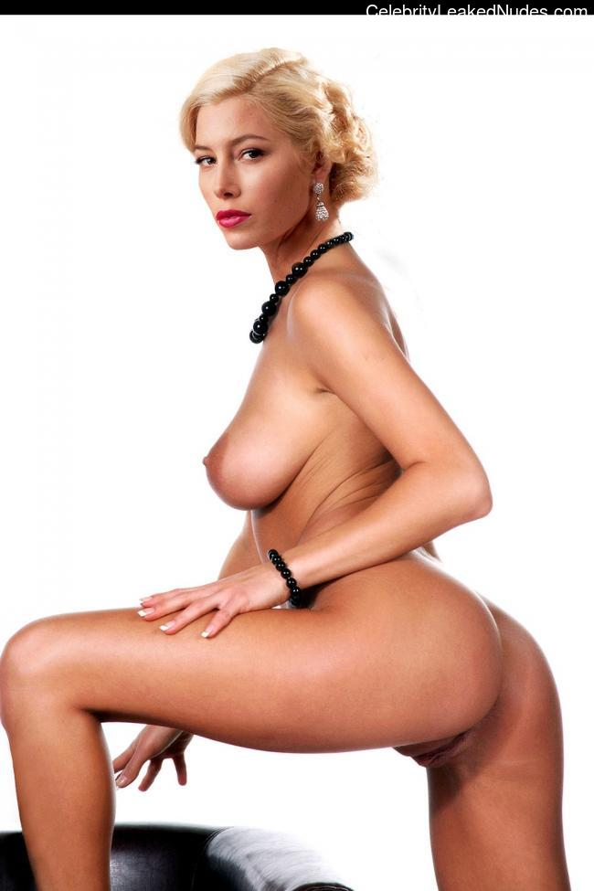 Real Celebrity Nude Jessica Biel 11 pic