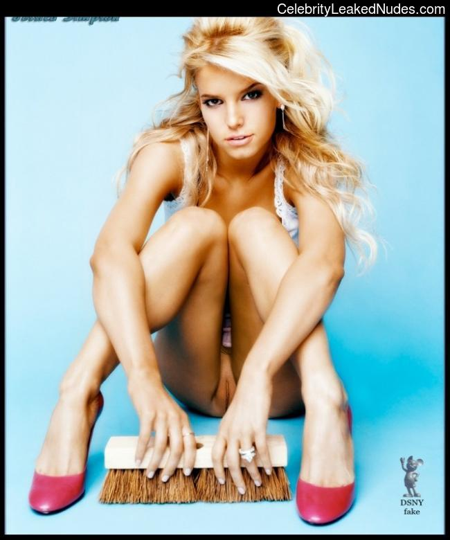 Naked Celebrity Pic Jessica Simpson 12 pic