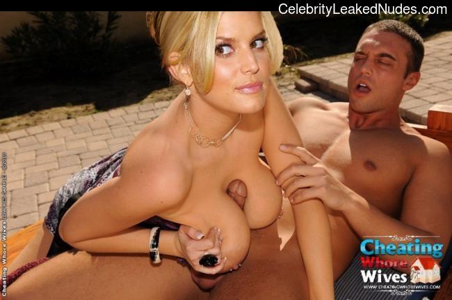Celeb Naked Jessica Simpson 13 pic