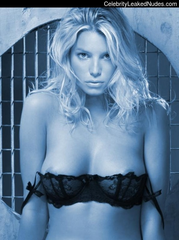 Newest Celebrity Nude Jessica Simpson 18 pic