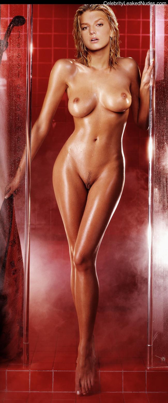 Celeb Naked Jessica Simpson 30 pic