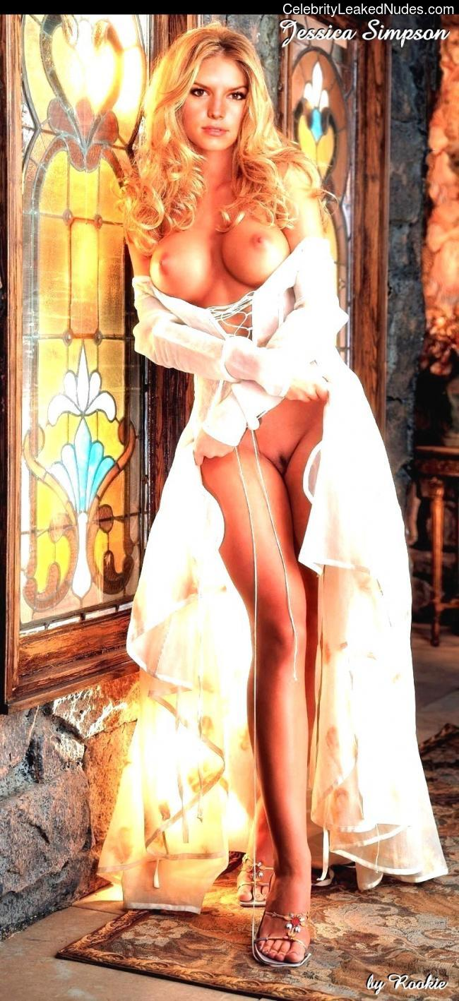 Famous Nude Jessica Simpson 28 pic