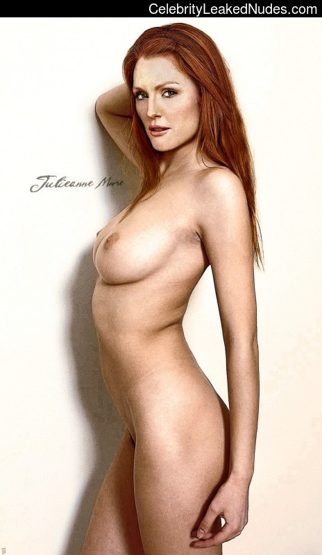 Famous Nude Julianne Moore 2 pic