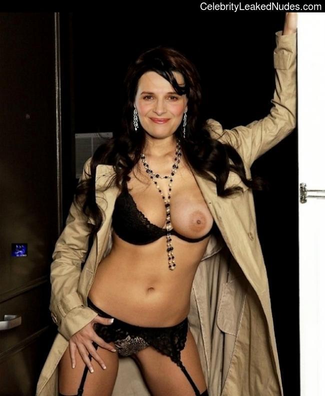 Famous Nude Juliette Binoche 2 pic