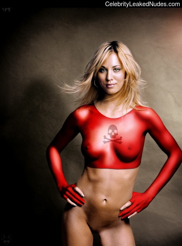 Free nude Celebrity Kaley Cuoco 4 pic
