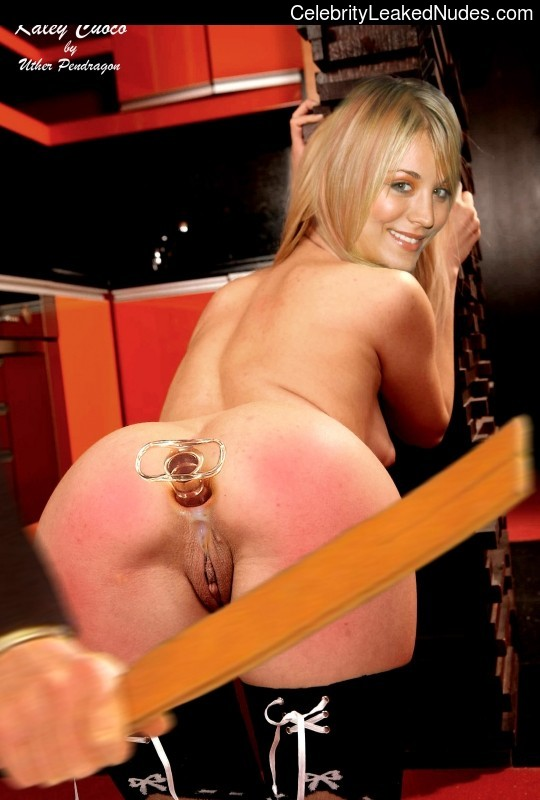 Naked Celebrity Kaley Cuoco 23 pic
