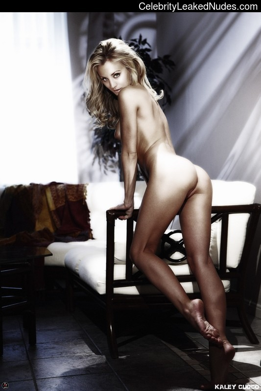 Naked Celebrity Pic Kaley Cuoco 28 pic
