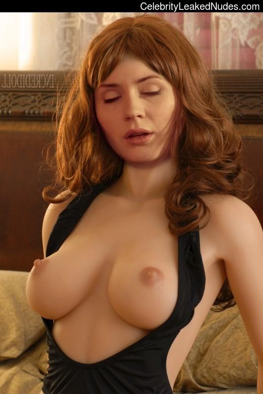 Free Nude Celeb Karen Gillan 27 pic