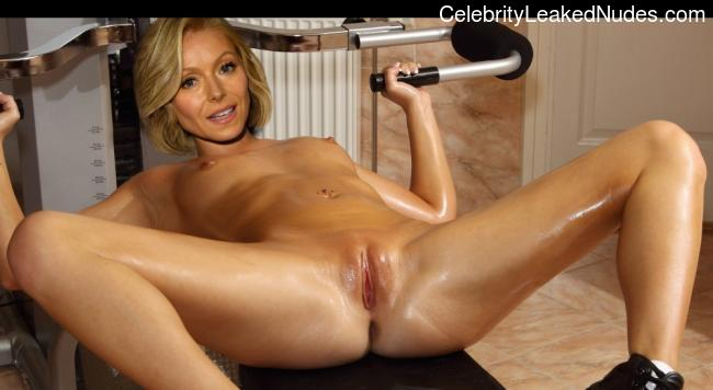 Newest Celebrity Nude Kelly Ripa 3 pic