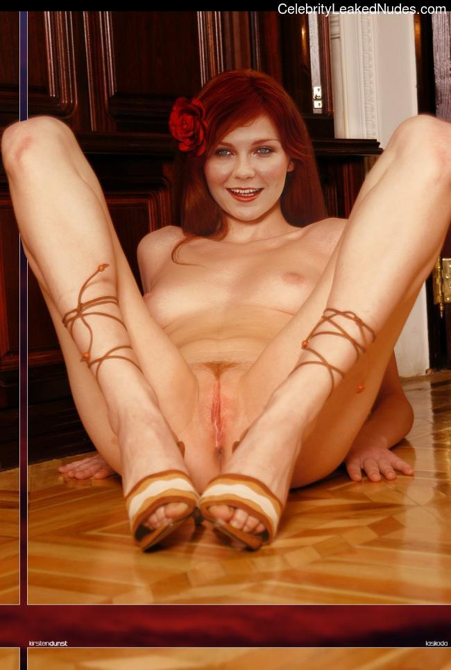 Naked Celebrity Kirsten Dunst 15 pic