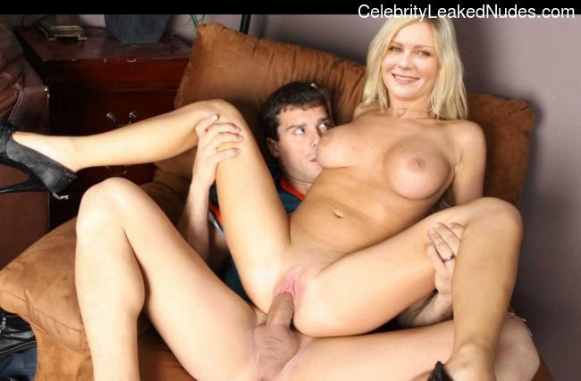Kirsten Dunst nude celebrity pics