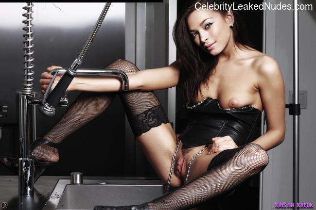 Famous Nude Kristin Kreuk 15 pic