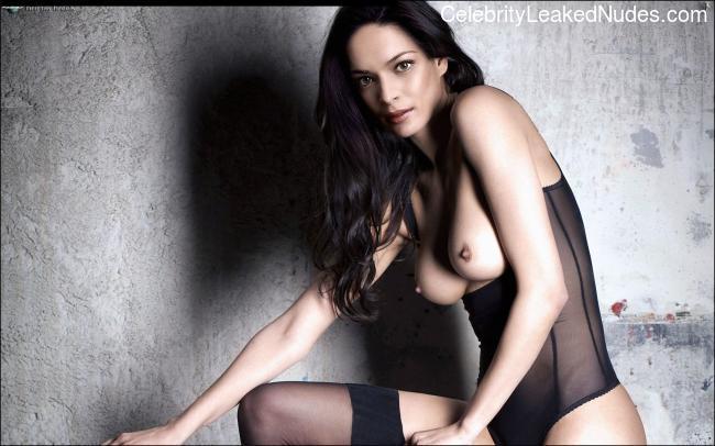 Free Nude Celeb Kristin Kreuk 14 pic