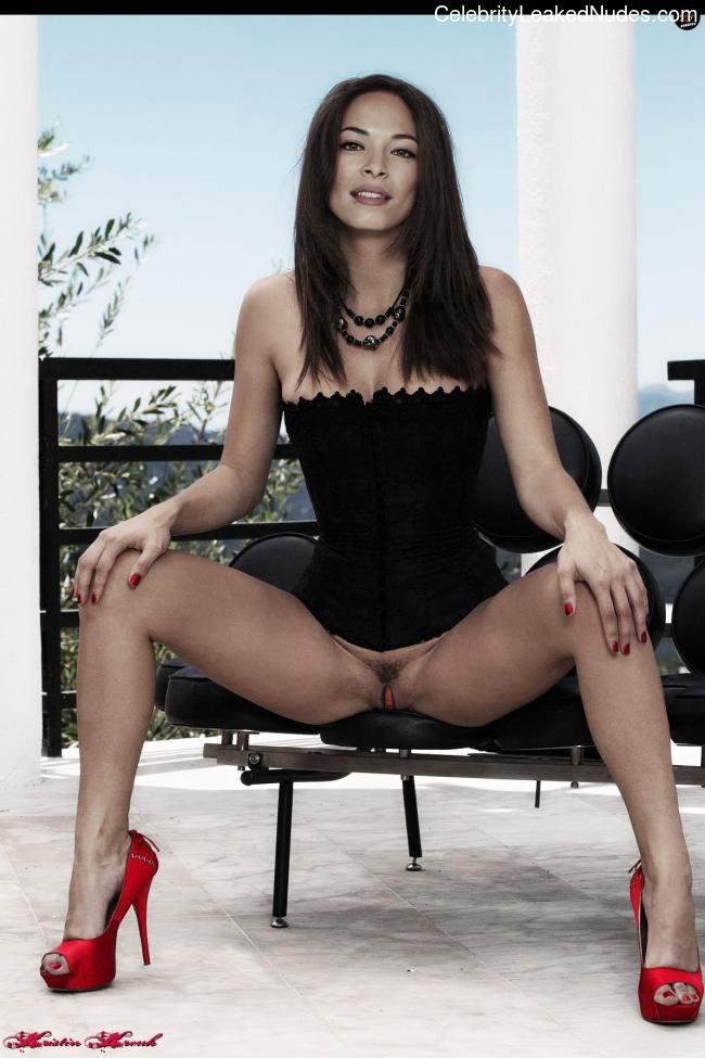 Nude Celebrity Picture Kristin Kreuk 2 pic