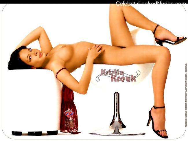 Celebrity Nude Pic Kristin Kreuk 27 pic