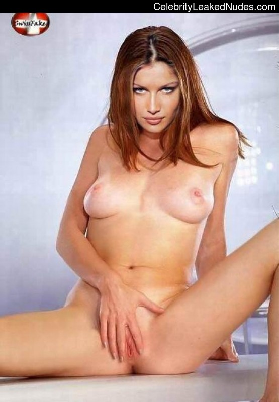 Hot Naked Celeb Laetitia Casta 31 pic