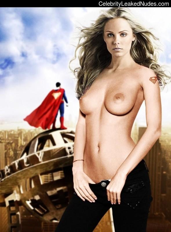 Famous Nude Laura Vandervoort 15 pic