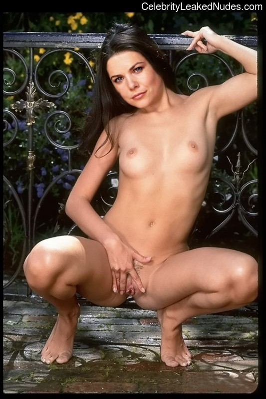 Lauren Graham naked celebrity