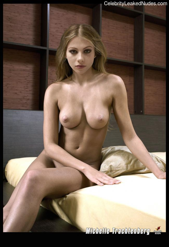 Nude Celebrity Picture Michelle Trachtenberg 4 pic