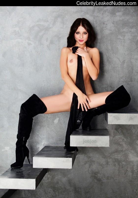Celebrity Nude Pic Michelle Trachtenberg 3 pic