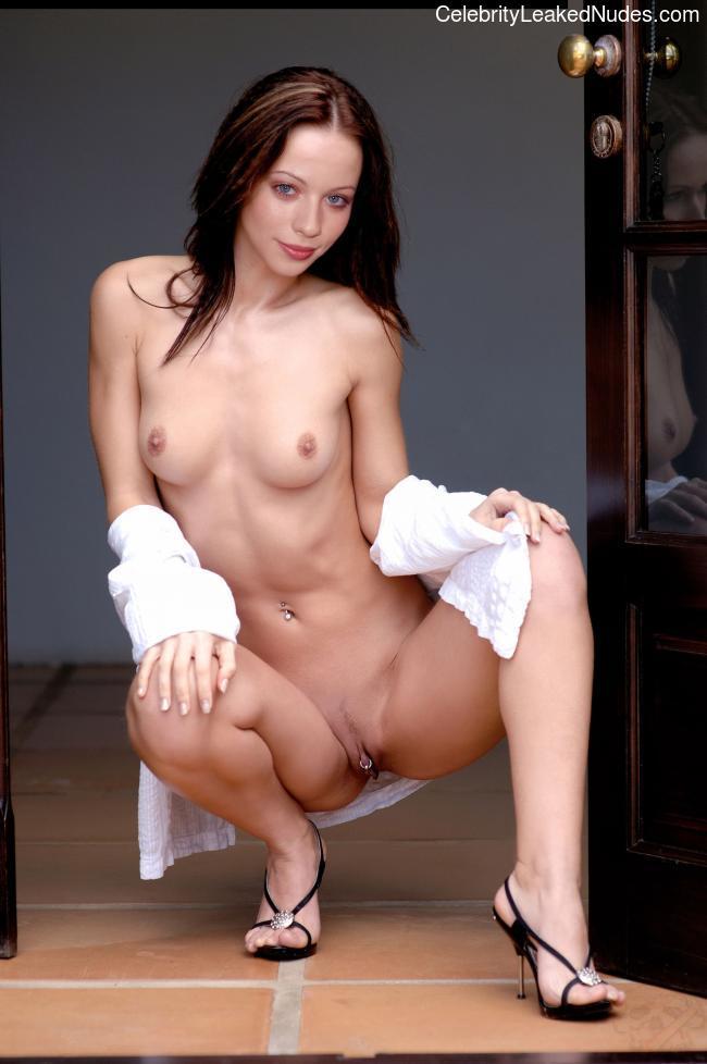 Free Nude Celeb Michelle Trachtenberg 11 pic