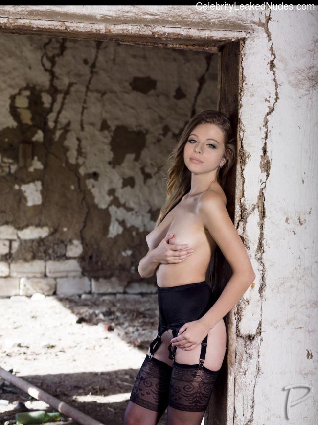 Celebrity Nude Pic Michelle Trachtenberg 19 pic
