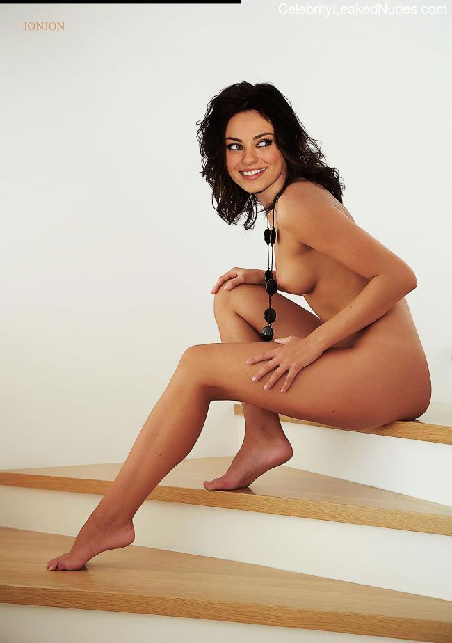 naked Mila Kunis 9 pic