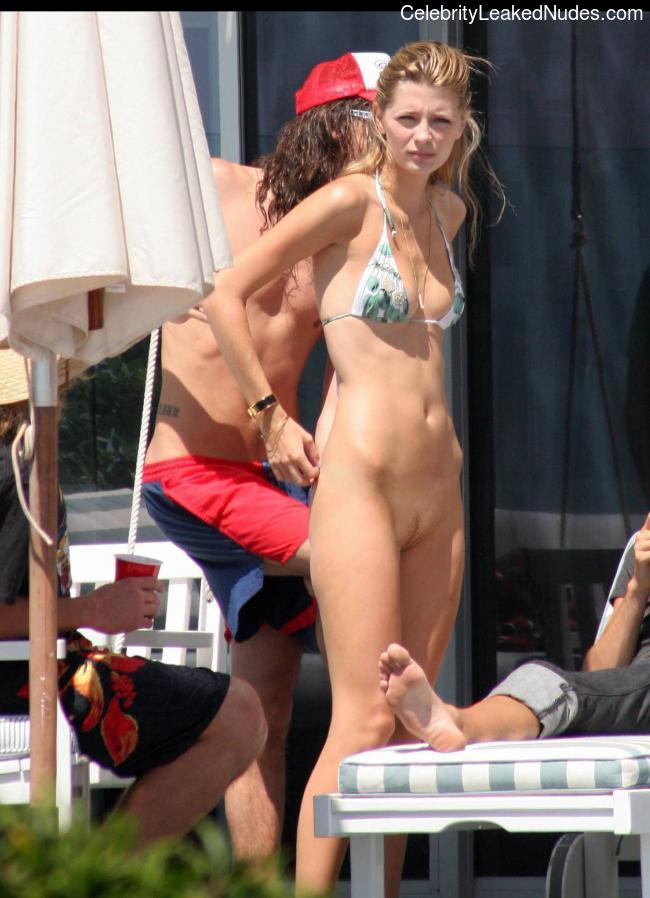 Celebrity Naked Mischa Barton 4 pic