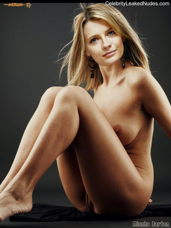 Free nude Celebrity Mischa Barton 16 pic