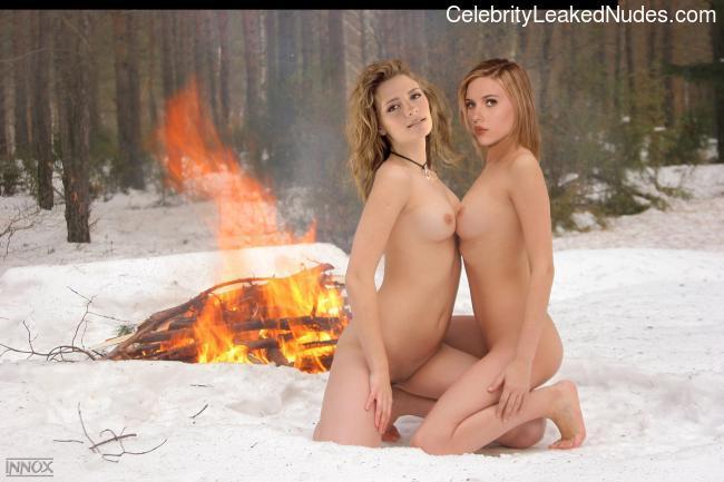 Free nude Celebrity Mischa Barton 17 pic